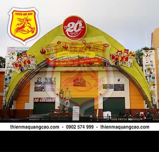 Thi công cổng chào siêu thị Kinh đô
